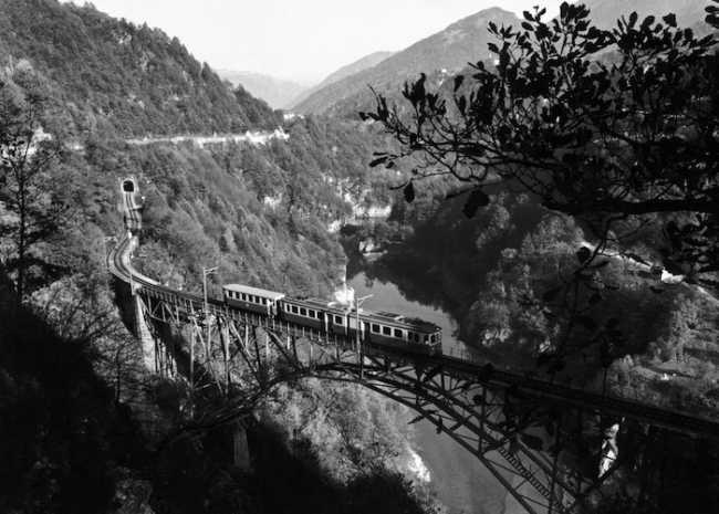 Elettrotreno 1963 e vagoni 1923 a Palagnedra