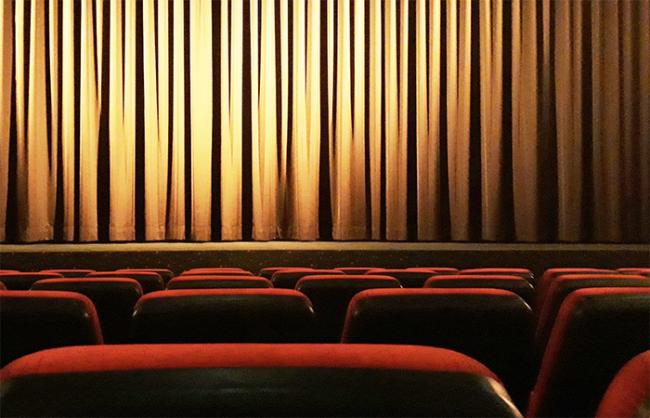 cinema sedie vuote palco