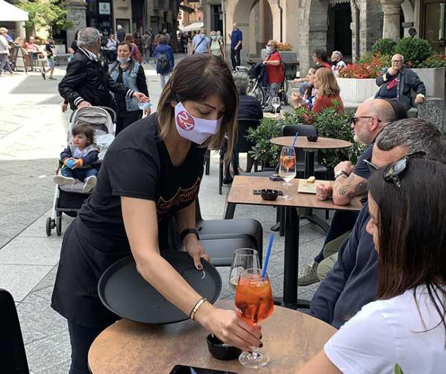 dehors piazza mascherina 24