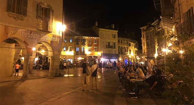 piazza mercato estate notte